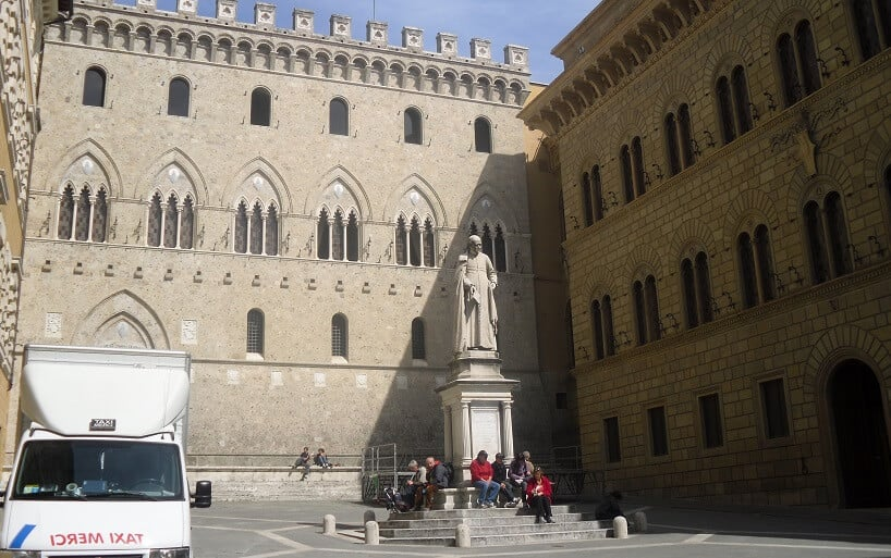 Piazza Salimbeni em Siena