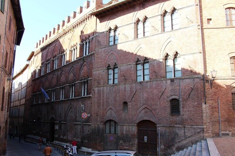 Prédio que abriga a Pinacoteca Nazionale di Siena
