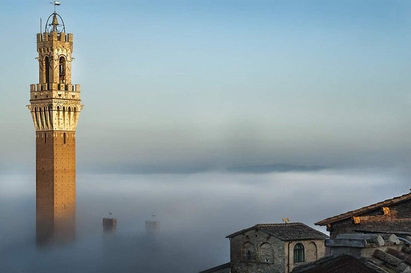 Topo da Torre del Mangia em Siena
