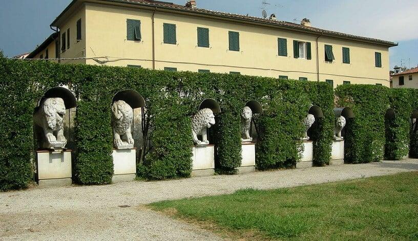 Esculturas no Museu Nacional de Villa Guinigi em Lucca