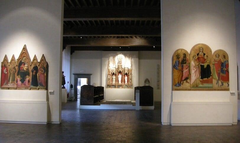 Peças expostas no Museu Nacional de Villa Guinigi em Lucca