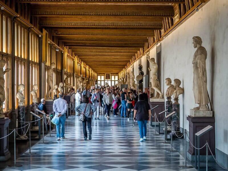 Visitantes na Glaeria Uffizi