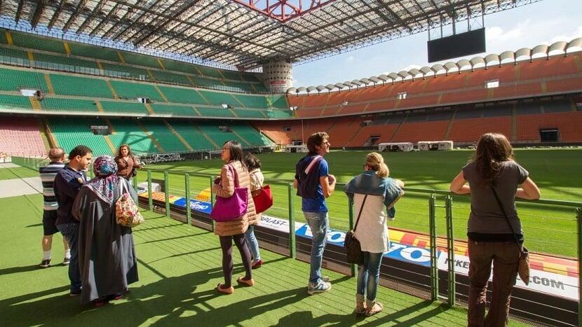Visitantes no estádio San Siro