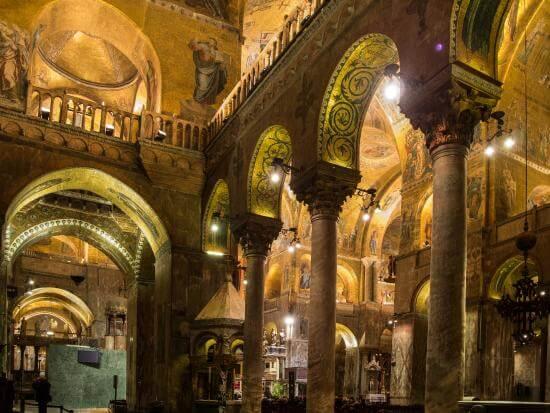 Interior da Basílica de São Marcos em Veneza