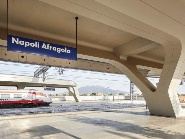 Viagem de trem de Nápoles a Milão