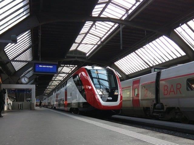 Viagem de trem de Milão a Zurique