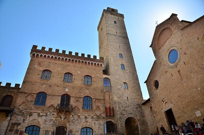 Palazzo Pubblico e Torre Grossa em San Gimignano na Itália