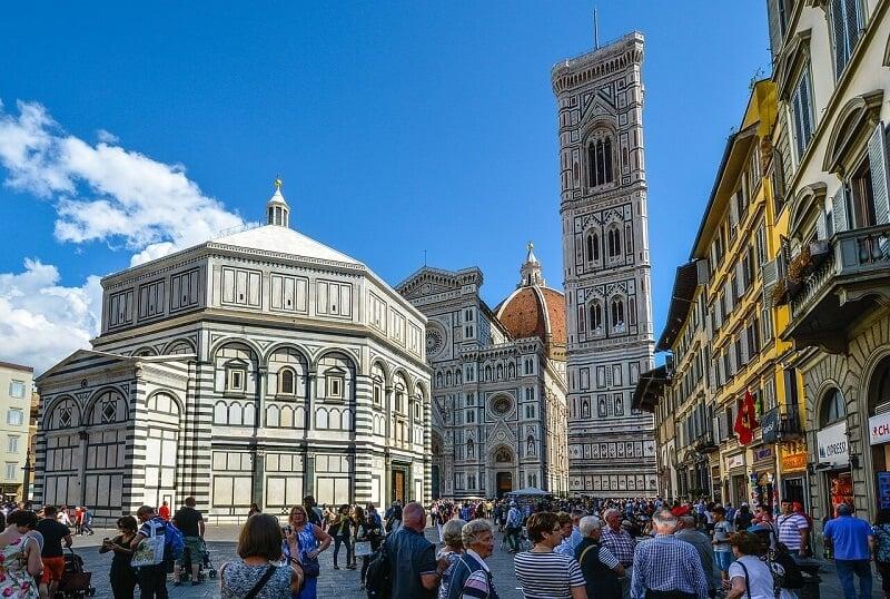 Piazza del Duomo em Florença na Itália