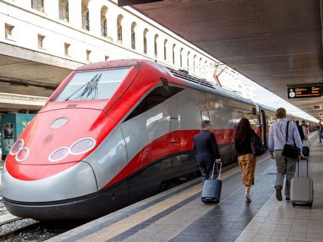 Viagem de trem de Nápoles a Roma