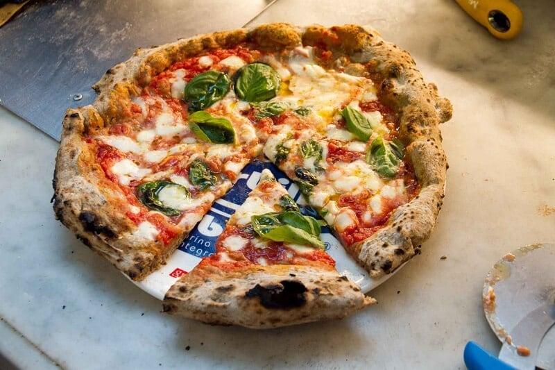 Pizzaria Gino Sorbillo Ai Tribunali na Itália