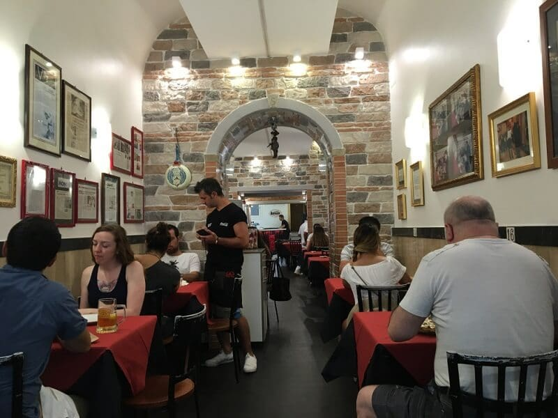 Pizzaria Starita a materdei na Itália