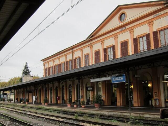 Viagem de trem de Pisa a Lucca