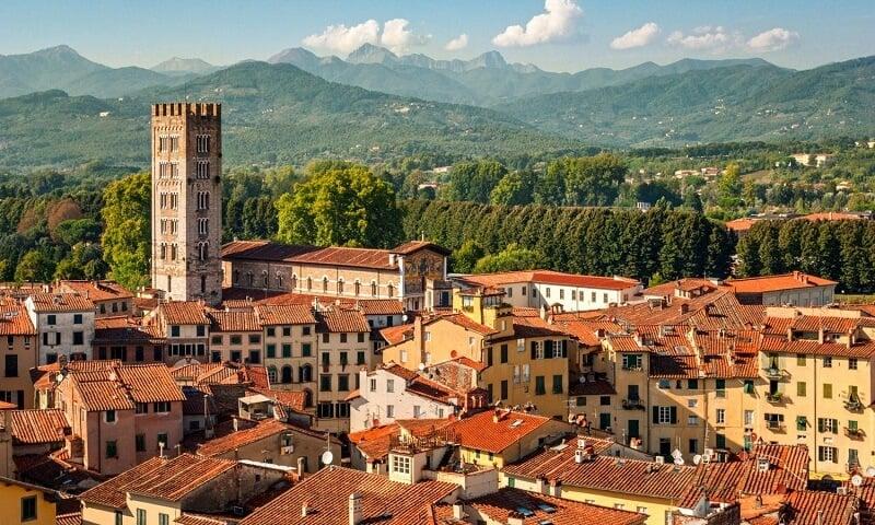 Vista da cidade de Lucca em Toscana na Itália