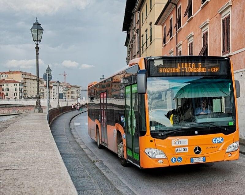 Ônibus em Pisa