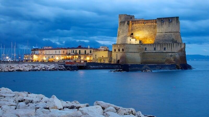 Castelo dell'Ovo em Nápoles