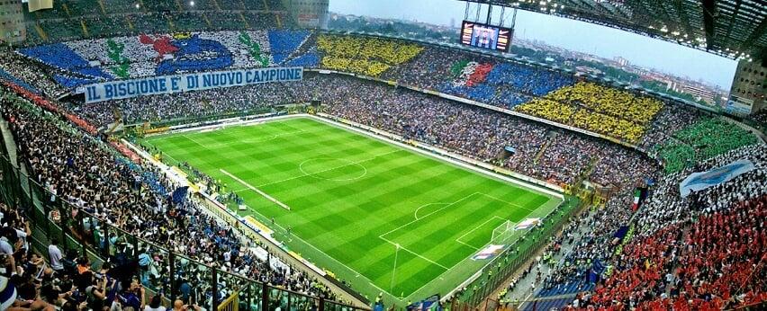 Jogo do Milan na Itália