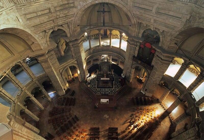 Interior da Basílica de São Lourenço visto de cima