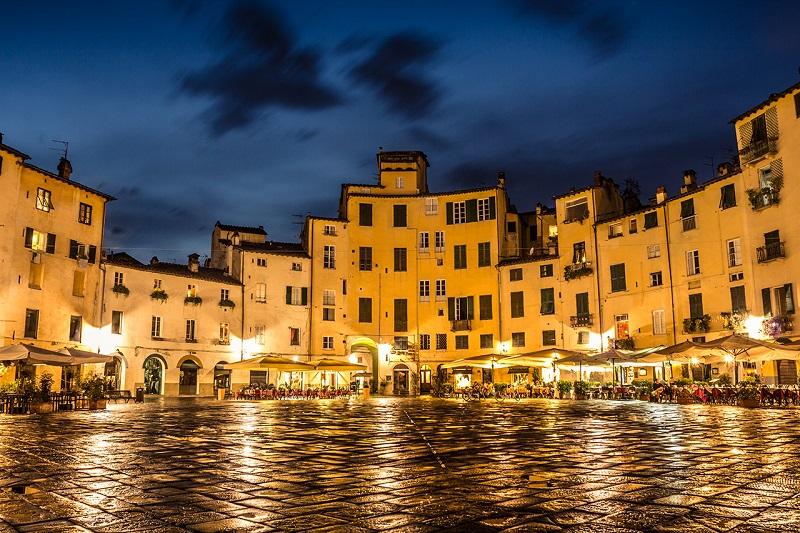 Lucca durante a noite