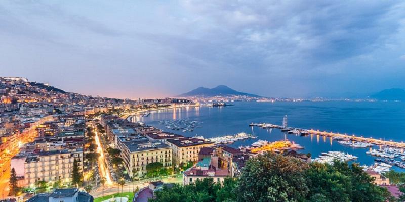Vista do entardecer em Nápoles