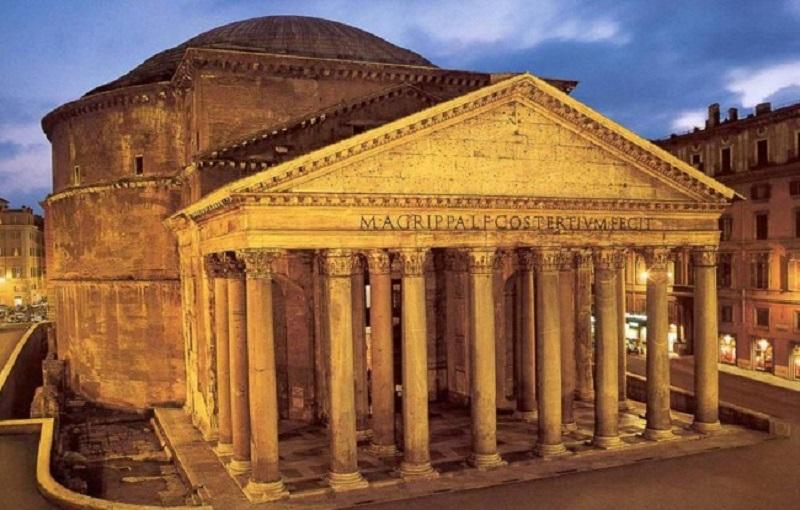 Panteão iluminado em Roma
