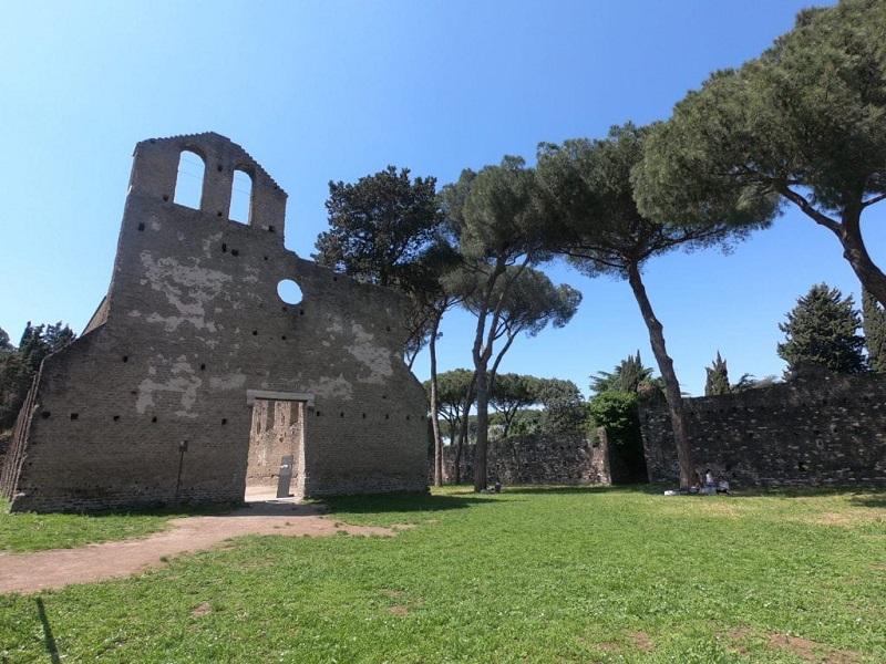 Ruína na Via Appia em Roma