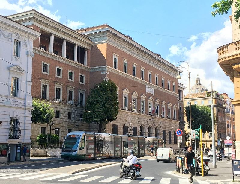 Via Arenula no bairro judeu em Roma