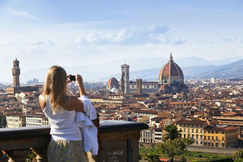 Visitante tirando foto de vista de Florença