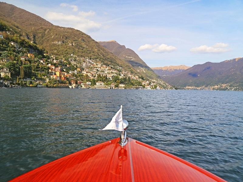 Lancha no Lago de Garda