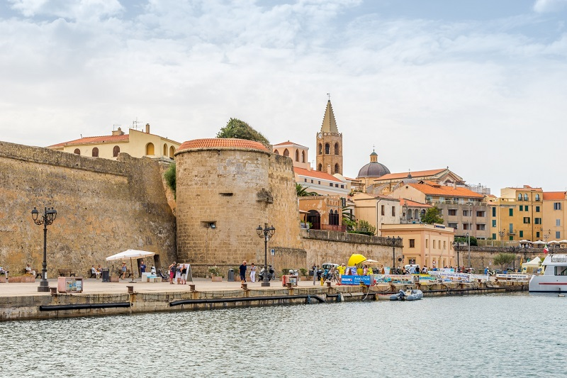 Cidade de Alghero em Sardenha