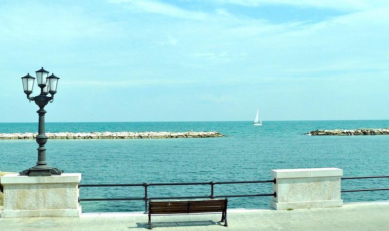 Vista da praia Pane e Pomodoro em Bari