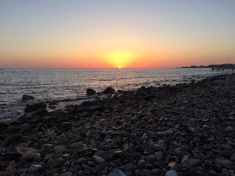 Sol se pondo na Praia Torre Quetto em Bari