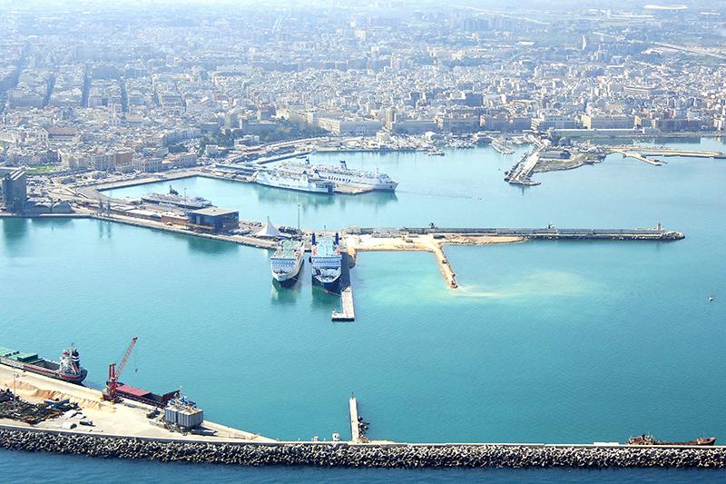 Porto de Bari na Itália