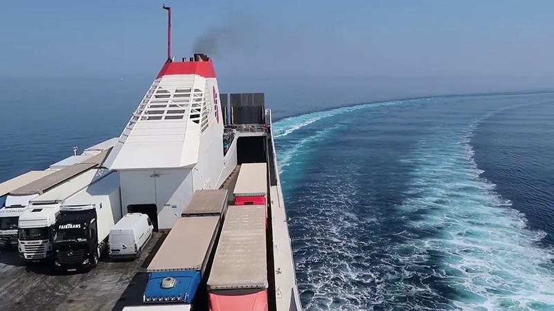 Ferry saindo de Bari para Grécia