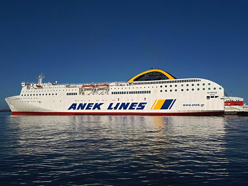 Embarcação de Ferry da empresa Anek Superfast