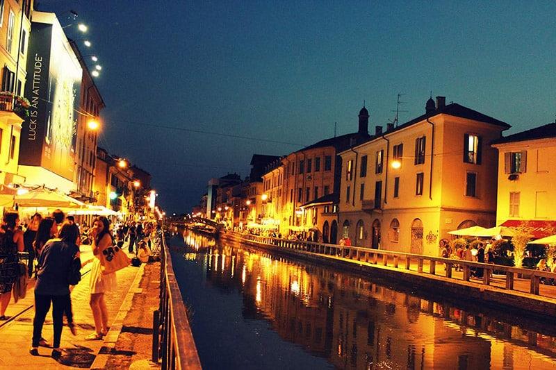 Vida noturna no Corso Como em Milão