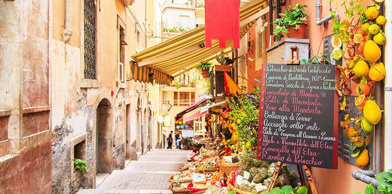Ruas charmosas e tranquilas da Sicília