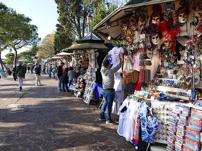 Vendedores ambulantes em Veneza