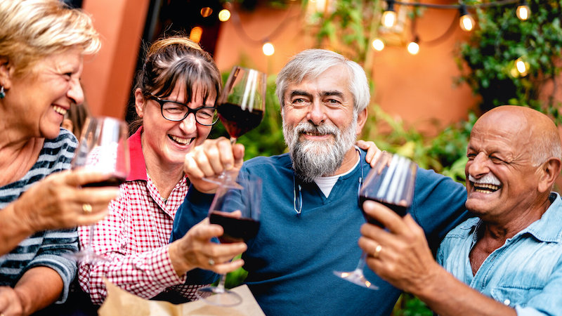 Amigos idosos em Milão