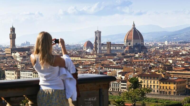 Tirando foto da Piazzale Michelangelo em Florença