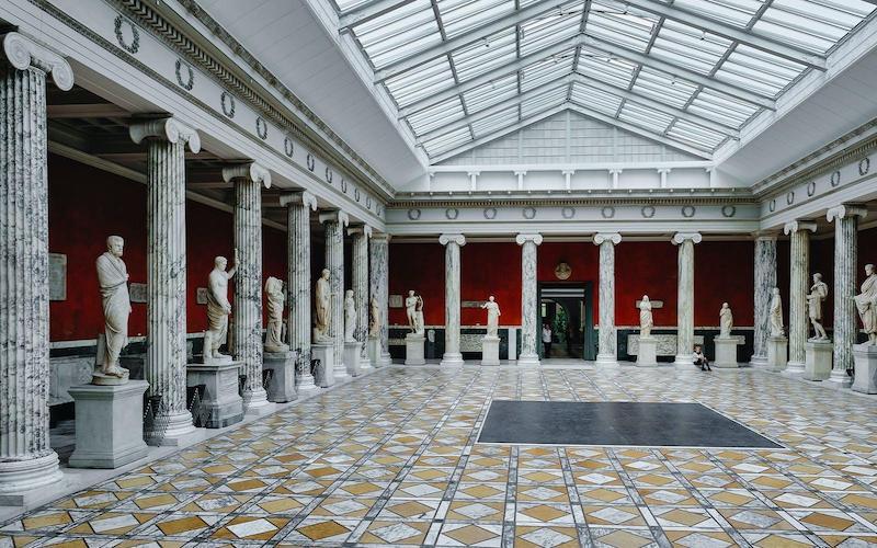 Interior da Galeria dell'Accademia em Florença